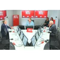 """Logo du podcast Fiscalité des retraités : Emmanuel Macron """"s'en prend toujours aux petits"""", déplore Nicolas Domenach"""
