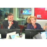 """Logo du podcast """"François Hollande, le retour de l'éternel 'monsieur 3%' ?"""", par Alba Ventura"""