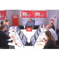 Logo of the podcast Polémique autour d'une affiche : la FCPE annonce porter plainte sur RTL