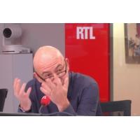 """Logo du podcast Renault : """"Trois bombes"""" menacent l'alliance avec Nissan, dit François Lenglet"""
