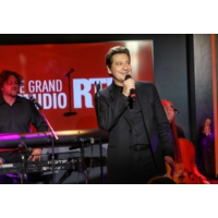 "Logo du podcast Laurent Gerra chante dans ""Le Grand Studio RTL"""