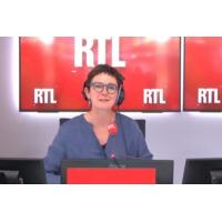 """Logo du podcast Recyclage, tri des déchets : Brune Poirson n'hésitera pas """"à changer le régime des sanctions"""""""