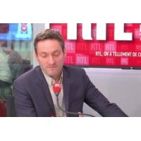 """Logo du podcast Surveillance : """"l'État s'immisce un peu trop dans nos vies privées"""", selon Olivier Bost"""