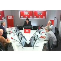 """Logo du podcast """"Édouard Philippe va sortir renforcé de ce remaniement"""", juge Alain Duhamel"""
