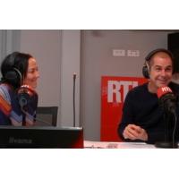 Logo of the podcast Hélène Rollès, la vraie star du jour, une icône en Chine