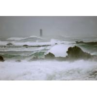 """Logo of the podcast Pour Marc Pointud, vivre isolé sur un phare breton est """"une chance inouïe"""""""