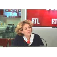 """Logo du podcast """"Charles Aznavour et Antoine Sfeir doivent demeurer des guides"""", selon Alba Ventura"""
