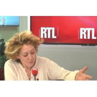 """Logo of the podcast """"On disait Macron distant et arrogant, il s'est montré proche et accessible"""", dit Alba Ventura"""