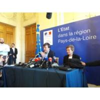 Logo of the podcast Zad de Notre-Dame-des-Landes: le gouvernement et M.Hulot restent intransigeants