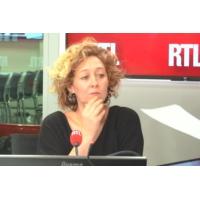 """Logo of the podcast Macron à la rencontre de jeunes : """"Rendez-vous en terre inconnue !"""", lance Alba Ventura"""