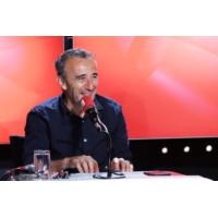 """Logo du podcast Élie Semoun est de retour dans """"Les Grosses Têtes"""""""