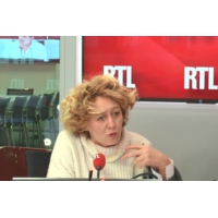 """Logo of the podcast """"Gilets jaunes"""" : """"Ce ne sont plus des manifs, ce sont des émeutes"""", estime Alba Ventura"""