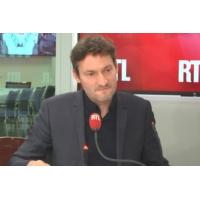"""Logo of the podcast """"Mélenchon est dans une forme de compétition avec Ruffin"""", selon Olivier Bost"""