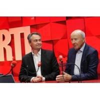 """Logo of the podcast François Baroin """"n'a pas botté en touche"""" dans sa défense de François Fillon"""