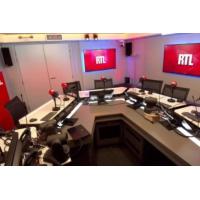 """Logo du podcast Olivier Baroux : """"Les Tuche 4"""" sont en écriture"""