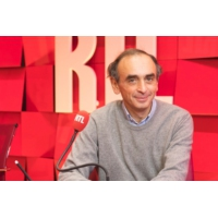 """Logo du podcast Éric Zemmour : """"Le jeu élégant mais dangereux de Macron avec les catholiques"""""""