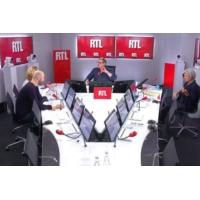 """Logo of the podcast Deux ans de Macron : """"il y a eu une accélération de la baisse de sa popularité"""", dit Alba Ventura"""