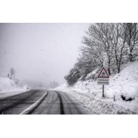 Logo du podcast Sécurité routière : Ford part à la chasse aux nids-de-poule en Europe