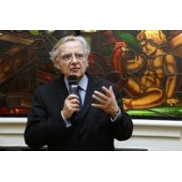 """Logo du podcast """"Le slogan en anglais de Paris2024 est une faute, une ânerie, une erreur"""", estime Bernard Pivot"""