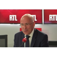"Logo du podcast Démission de Collomb : ""On a l'impression que le Titanic s'enfonce de plus en plus"", dit Ciotti"