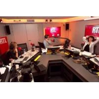 Logo of the podcast Politique : Emmanuel Macron et ses troupes de nouveau taxés d'arrogance