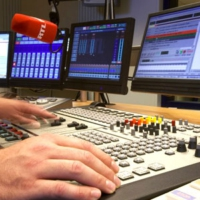 Logo of the podcast RTL - Background