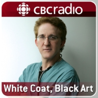 Logo du podcast White Coat Black Art - One More Thing Moms Club