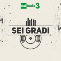 Logo of the podcast SEI GRADI del 23/03/2018 - dai Tinariwen a Charlie Parker