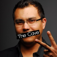 "Logo of the podcast The Cave - 05.02.17 - Como reemplazar la batería de una MacBook Pro Retina 15"" (10,1) del 2012"