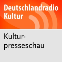 Logo of the podcast Aus den Feuilletons - Ein feuriger Denkathlet und die Monarchin Merkel