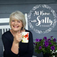 Logo du podcast At Home With Sally