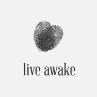 Logo du podcast Live Awake