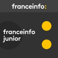 Logo of the podcast franceinfo junior. Batman fête ses 80 ans !