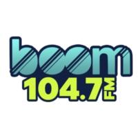 Logo of radio station XHERP Boom 104.7 F.M
