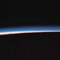 Couverture du titre Curve of the Earth