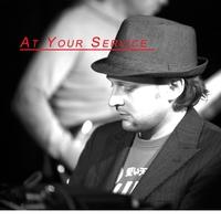 Couverture du titre At Your Service (feat. Julian Vaughn) - Single